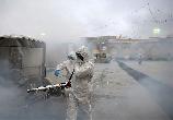 아니면 괜한 시간·인력·돈 낭비, 건강 위협,  환경오염 ? 신종 코로나바이러스 SARS-CoV-2가 극성을 부리는 지역에서 촬영된 사진들이 말해주는 '전형적인 소독'의 스토리는 이렇다. 거...