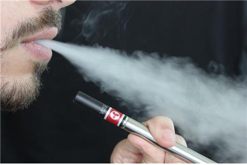 전자담배의 만성적 위험 평가하는 새로운 임상시험 본격화